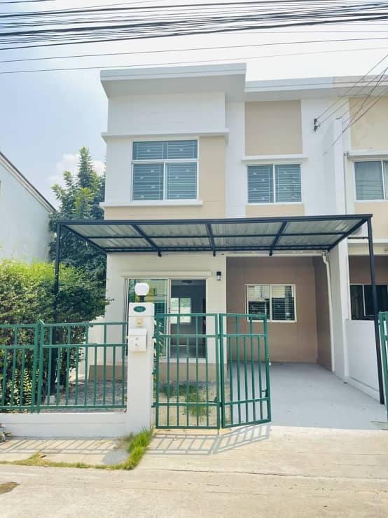 Townhome, good location Renovated corner room, ready to move in, 3 bedrooms, 2 bathrooms, Lam Luk Ka Klong 3