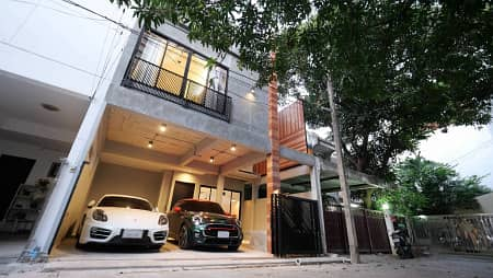 3 Bedroom Townhouse for Rent in Watthana, Bangkok - Modern loft style townhome in the heart of Sukhumvit Bangkok,very convenient to get around by car with 3 cars parking space. Near hospital and schools and BTS Thonglor station.