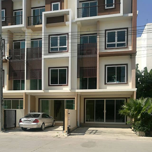 Sell and rent a building on On Nut Road, Lat Krabang 20, next to Robinson Department Store Philosophy BIZ Home Project