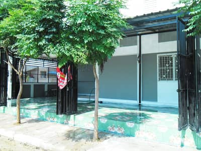 2 Bedroom Home for Rent in Mueang Kanchanaburi, Kanchanaburi - 2 storey house for sale, corner room with air conditioner, opposite the main road garden