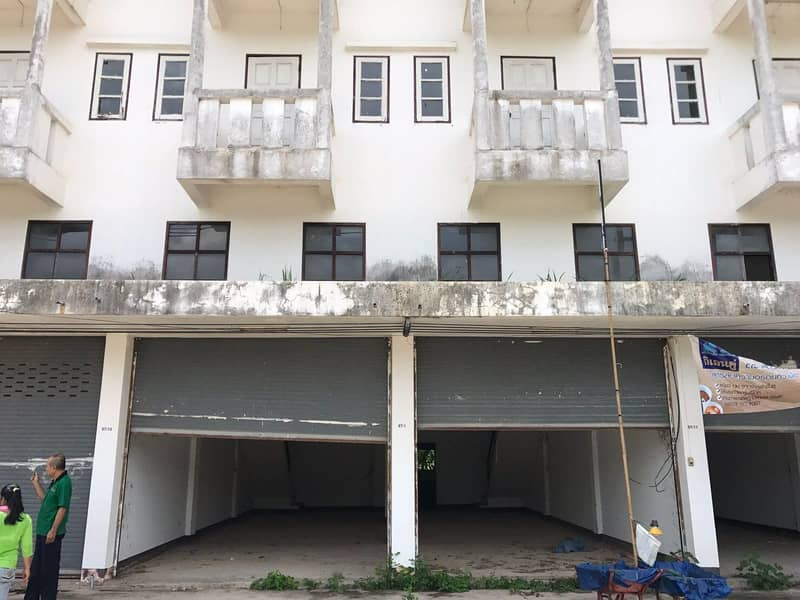 Selling a commercial building on Si Wiang Road, 2 booths, 3 and a half floors