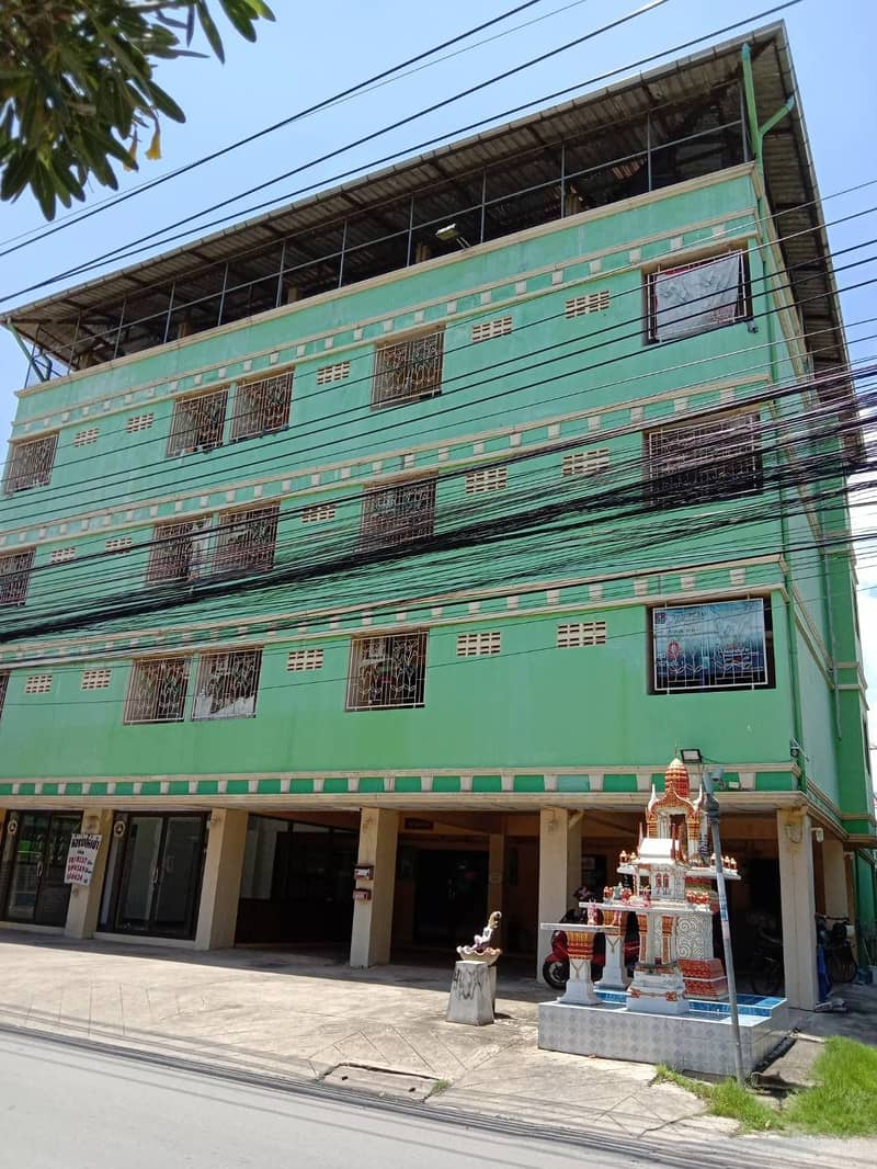Selling apartment Ramintra 23, price 19.5 million baht, ready to collect the rent.