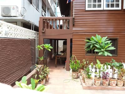 3 Bedroom Home for Sale in Bang Rak, Bangkok - House with an area of 160 sq m, opposite BNH Hospital and Sen Yosep School.