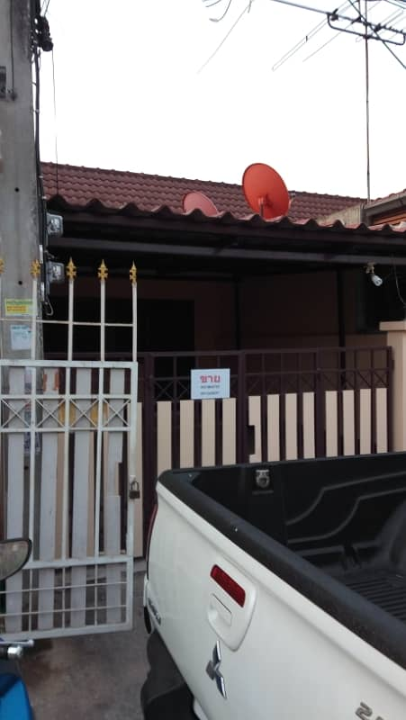 Townhouse for rent, 1 floor, 2 air conditioners, 18 sq m, near Rojana Lotus Uthai Intersection, Rojana Gate C, end of December 2020