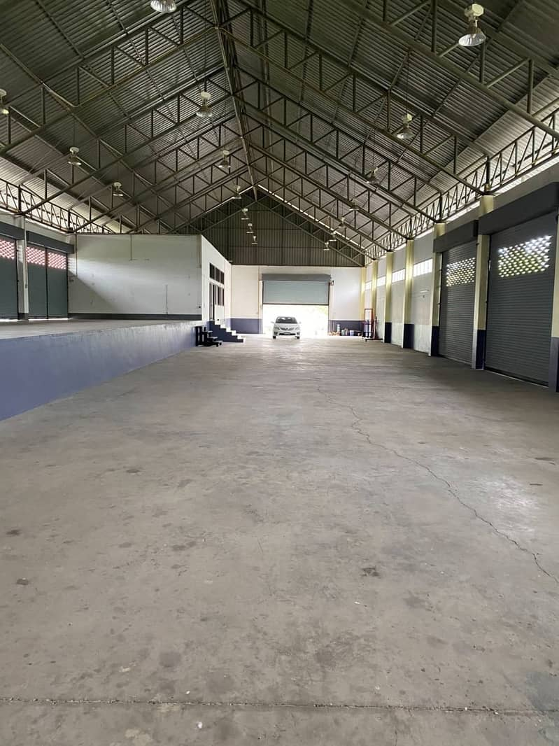 Warehouse for rent with built-in office. And separate male and female toilet, clean, wide, high ceiling