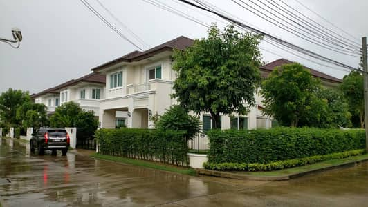 3 Bedroom Home for Sale in Bang Yai, Nonthaburi - House for sale at the corner of Centro Rattanathibet near Suan Kaew Temple, fully built-in