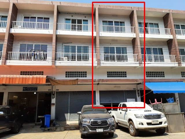 3 and a half storey commercial building for sale with tenants at Mahachai, Nadi Subdistrict, Mueang District, Samut Sakhon Province