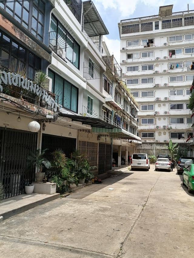 Urgent RENT Home Office at Sathorn Soj 1 Ngamdupli for rent, a 4-storey building or a 14-square-meter Home Office.