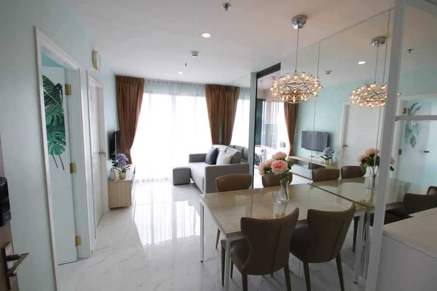 Amazing High Rise 2-BR Condo at Ideo O2 บางนา