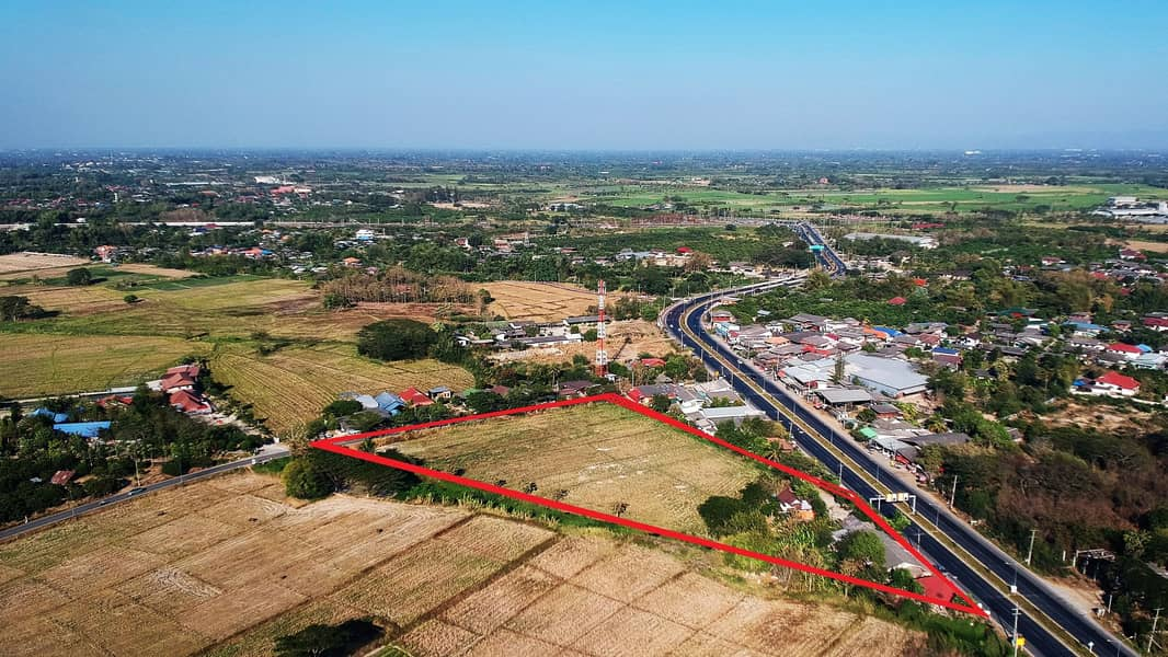 Land for sale on Highway 108, Doi Lo District, Chiang Mai Province, on 2 sides of the road, the cheapest price in this area.
