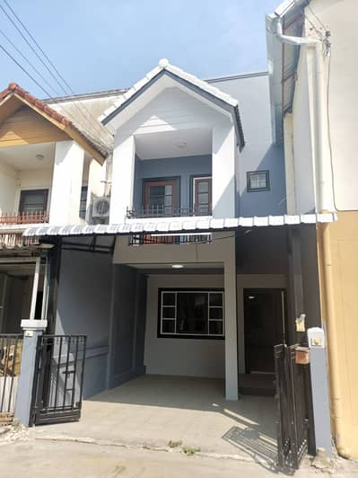 2 Bedroom Townhouse for Sale in Mueang Chiang Mai, Chiangmai - Newly Renovated Townhouse