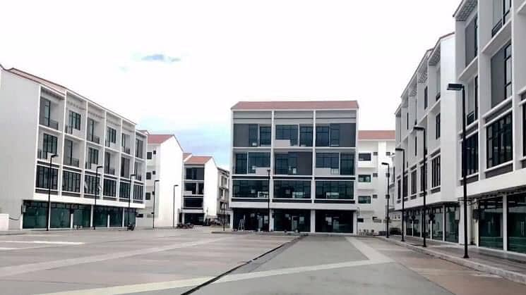 Sell and rent Prime Sqaure Building in the heart of Udon. There is a lot of parking. Next to the Grandfather's Shrine Suitable to trade