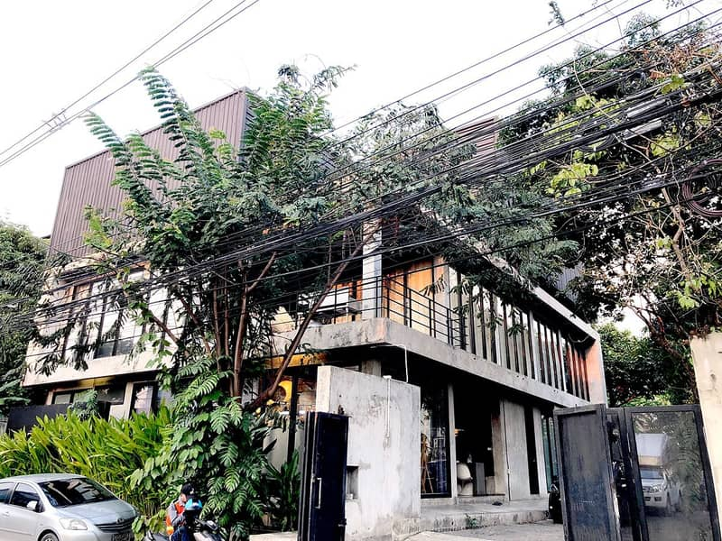 Rent building 2 After in the same area, 231 square meters, 1000 square meters, Soi Ratchada 32, 1.5 km from MRT Lad Phrao, there is an elevator available for rent on March 1, 2021.