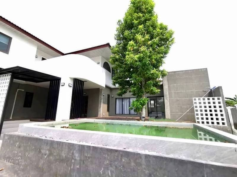 Beautiful house for rent in modern style. Recently renovated with a private swimming pool.