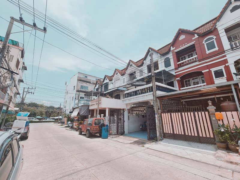 3-storey townhouse for sale Lasalle, a brand new condo, ready to move in, bts Bangna, bearing, good location, very safe.