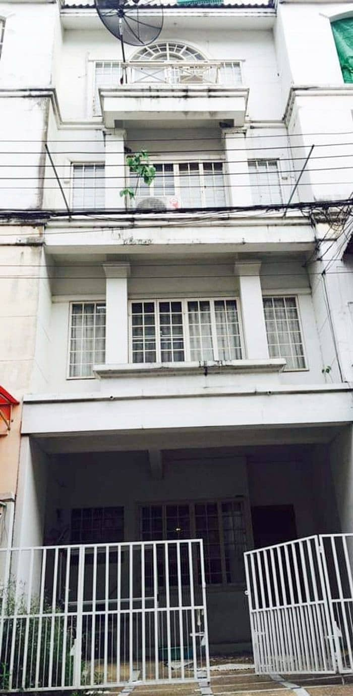 3-storey townhouse for rent Area of 20 square meters, 3 bedrooms, 3 bathrooms, near BTS Punnawithi On Sukhumwit 101, Tub 1 Road Rental price 20,000 baht per month