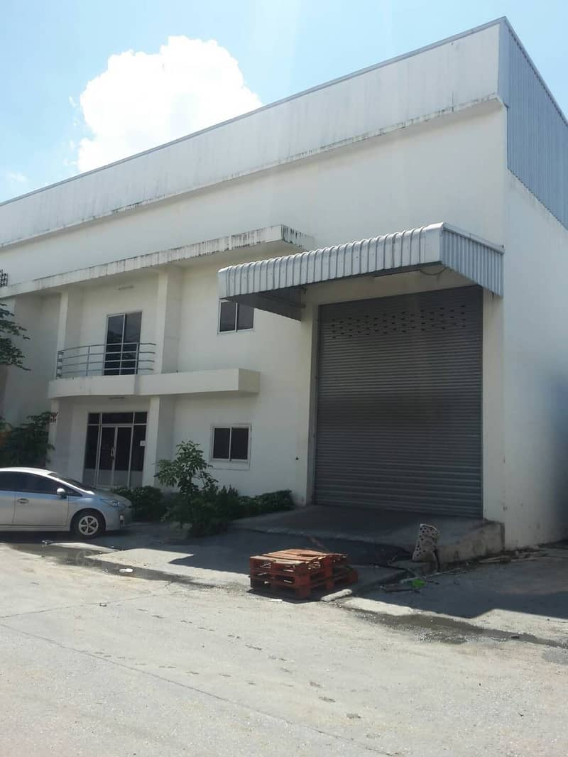 Factory for rent, warehouse for rent, on Thepharak Road, Km 20, Soi Thai Insurance 1, Bang Sao Thong District, Samut Prakan Province, can access in many ways, area 300 sq m. , Purple area
