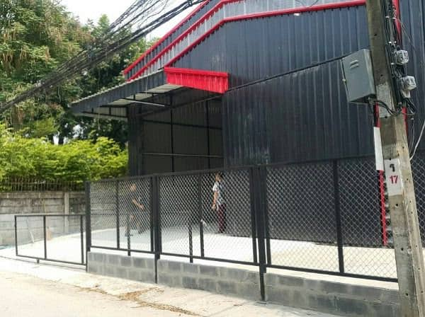 Warehouse, factory warehouse, Soi Ladprao 83-87, size 105 sq m, able to exit Ladprao Soi 81 83 87 and smooth Ram Inthra expressway. Kaset Nawamin Road near Central