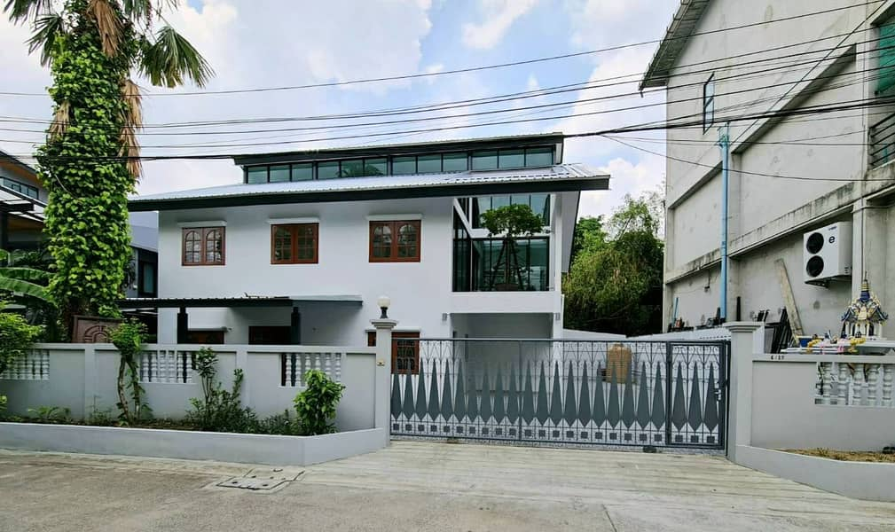 Newly Renovated!!  Home Office for Rent Ladprao Chokchai 4