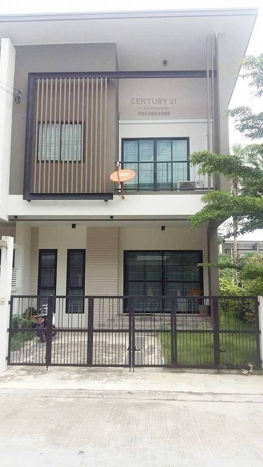 2 storey townhome for rent near Sriracha Tiger Zoo.