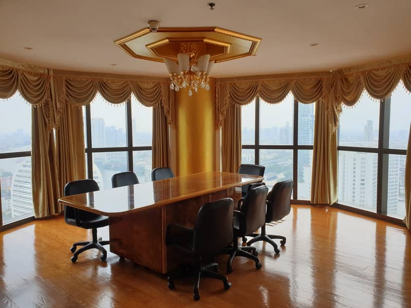 For rent / sale A 191 sqm. Corner room on the 30th floor at State Tower Building (Lebua) close to BTS Saphan Taksin