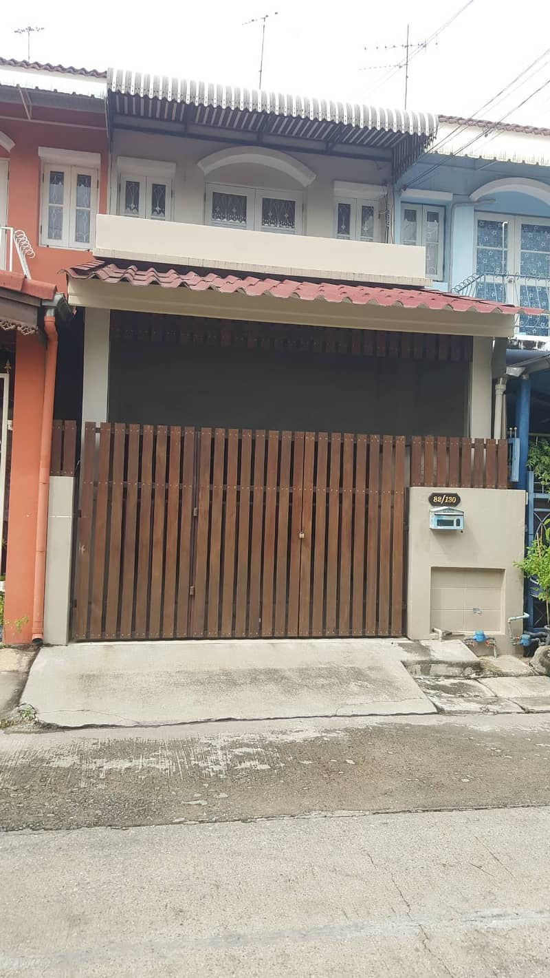 2-story townhouses for rent @Bangyai City, Near MRT and Department Store