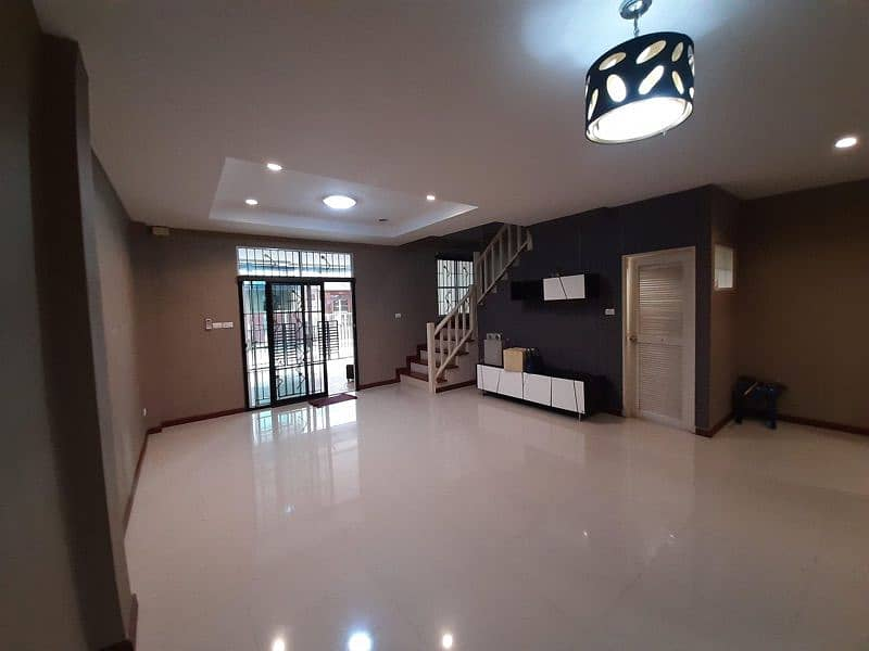 3-storey townhome for rent