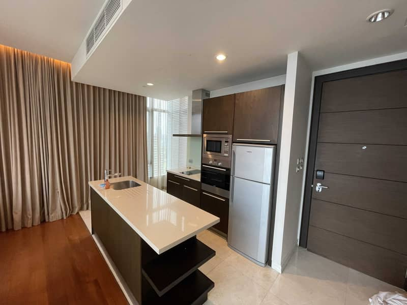 """Condominium for RENT (Ready to move in!!)  * 1 bedroom , 1 living room , 1 kitchen , 1 toilet / 70 SQM. 23 th floor * Price : 55,000 Baht / Month ( Deposit 3 month in advance , contract at least 1 year) * New room with fully-furnished with TV 49"""", Refrige"""