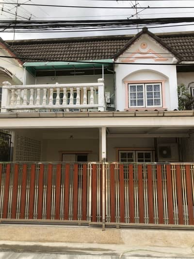4 Bedroom Townhouse for Rent in Phra Khanong, Bangkok - For rent town house 2 floors 4 bed 2 bath 4 aircon Full furnished near BTS  Udomsuk 10 minute Price 20,000baht on Udomsuk Road