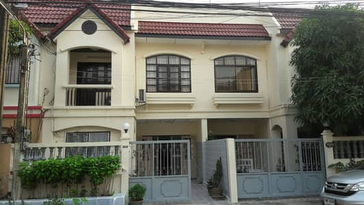 3 Bedroom Townhouse for Rent in Phra Khanong, Bangkok - 2 storey townhouse for rent on Onnut36 Road, area of  20 Sq. wah, 3 bedrooms, 2 bathrooms, Full Furnished price 18,000 baht/month.