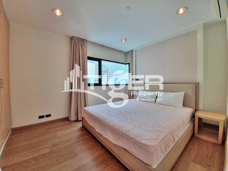 This fully furnished, 1-bedroom / 1-bathroom unit for rent at Sathorn Gardens, includes a generous balcony and 1x parking space.