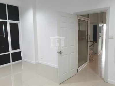 Office for Sale in Lat Phrao, Bangkok - 90016 Home office for sale, Chokchai 4, Satriwit 2, Ladprao, Nakniwas, 2 units. Plot size 42.30 sq. w.