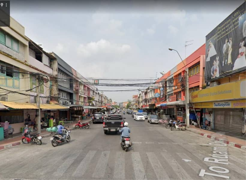 39715-Commercial building for saleม 3 floors, 2 booths, 40 sq. wa. near the Yellow Line BTS Chok Chai 4 station.