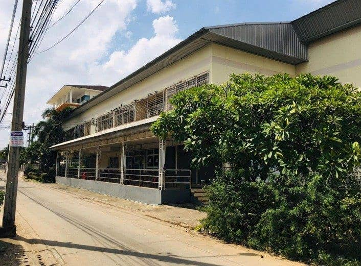 Rent a large 2-storey building with an area of 3 rai 2000 sq m, Lasalle 53, suitable for office, warehouse, parking near BITEC Bangna, rent 280,000 baht