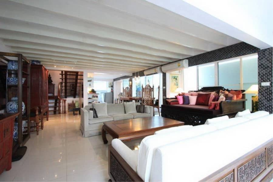 38262 - Townhouse 3 stories, Sathorn Road. , 24 sq. wa. ( Now has tenant at 50,000 baht per month, 1-year contract. )