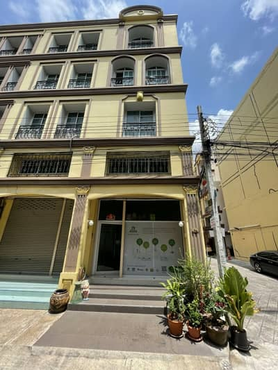 Commercial Building for Sale in Bang Na, Bangkok - Who looking for a home office, good and convenient location.