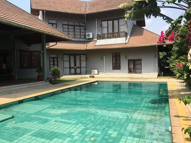 RH443 House for rent 400 square meters, big house, Bali style. With private swimming pool Srinakarin 45