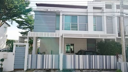 3 Bedroom Home for Rent in Prawet, Bangkok - 2 storey detached house for rent, On Nut 65 road, area 37 square meters, 4 bedrooms, 3 bathrooms, air-conditioned, furnished. Rental price 25,000 baht per month
