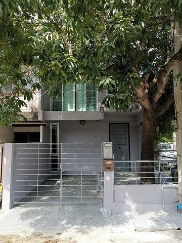 Townhouse 3 floors, 25 sq m, 2 bedrooms, 2 bathrooms, near Phong Phet intersection, 17,000 per month