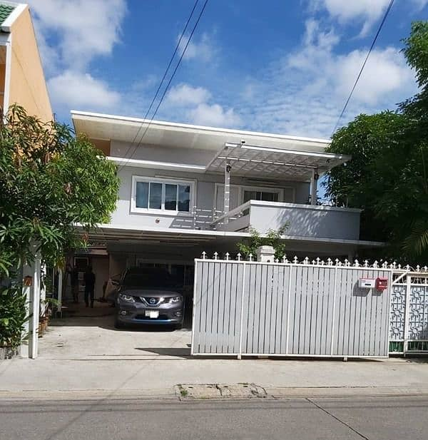2 storey detached house for rent, Udomsuk Road, near Central Bangna Area 50 square meters, 3 bedrooms, 2 bathrooms, rental price 30,000 baht per month