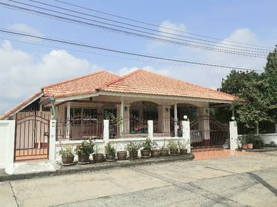 3 Bedroom บ้าน ให้เช่า ใน สันกำแพง, เชียงใหม่ - House for rent Siwalai 3 San Kamphaeng. Opposite Sri Arun Plaza Market details Rental fee 9500 including common fee. 3 bedrooms, 2 bathrooms, 1 kitchen, 1 hall fully furnished 3 air conditioners, bed, wardrobe Side table, 55 inch TV, gas stove washing mac