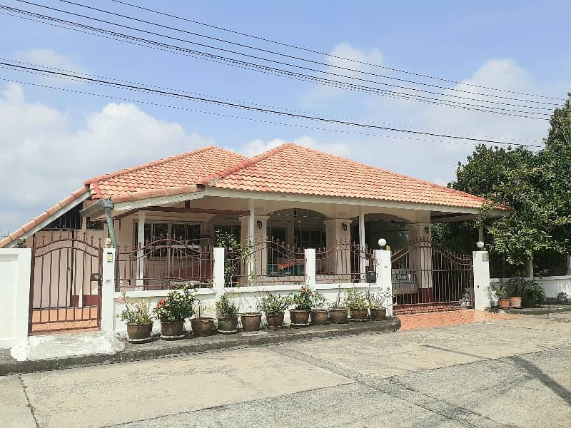House for rent Siwalai 3 San Kamphaeng. Opposite Sri Arun Plaza Market details Rental fee 9500 including common fee. 3 bedrooms, 2 bathrooms, 1 kitchen, 1 hall fully furnished 3 air conditioners, bed, wardrobe Side table, 55 inch TV, gas stove washing mac