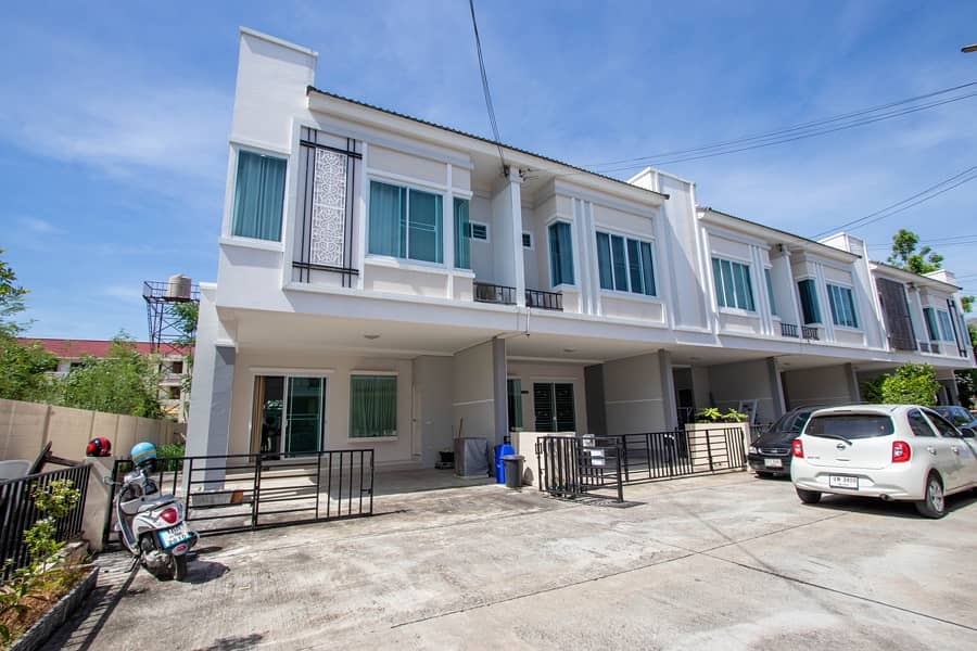 3 Bedroom unfurnished townhouse for sale