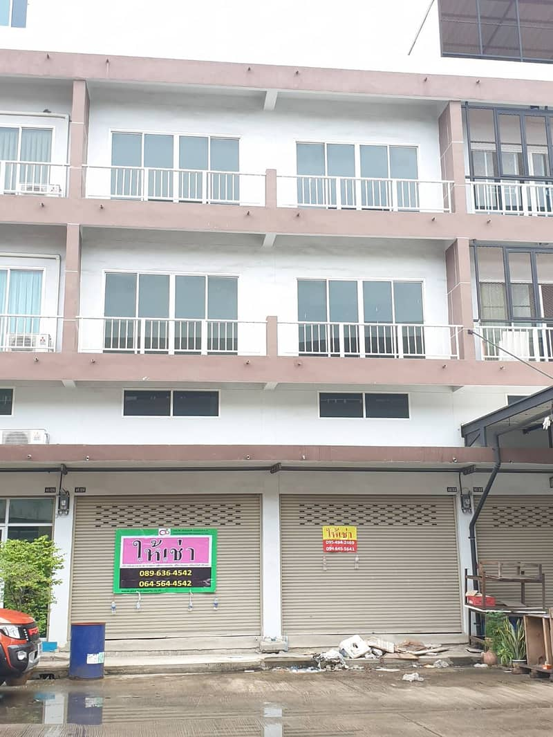 Commercial building for rent, 2 booths, potential location, Sampeng 2 area.