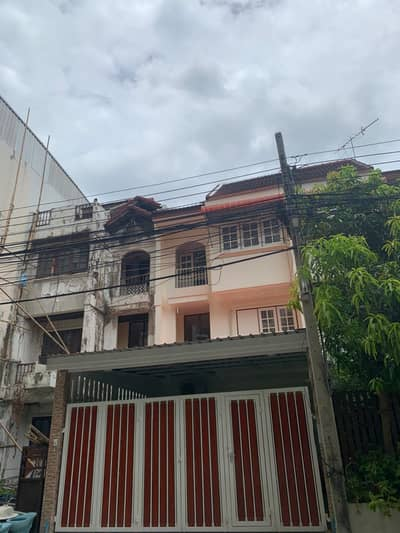 3 Bedroom Townhouse for Rent in Phra Khanong, Bangkok - 3 storey house for rent, Sukhumvit101/1 Road, area 25 sq. wah, 3 bedrooms, 2 bathrooms,near BTS Punnawithee600 M rental20,000 baht per month.