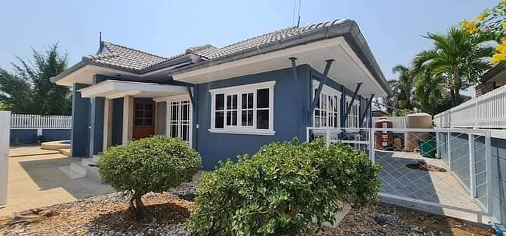 House for sale in Poon Winla Hua Hin, 3 bedrooms, 3 bathrooms. in the Thiphawan 5 project It's a corner house, area 111 square wa. Sell for 4.5 million baht. Transfer fee is half. Interested ib 0832808928