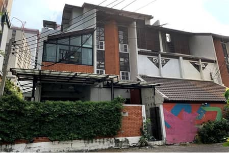 14 Bedroom Townhouse for Rent in Pathum Wan, Bangkok - Townhouse for RENT around Langsuan Area