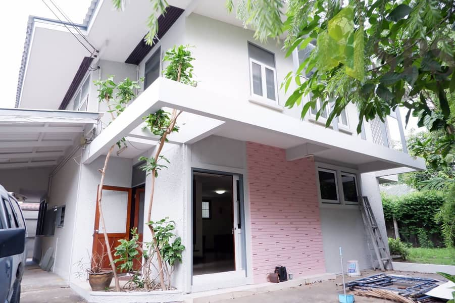 Single House at Sukhumvit 26 Single House for rent for residential business near BTS Phrom Phong (Property ID SPSP39)