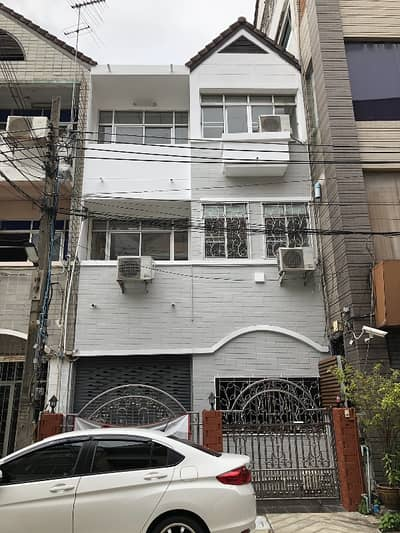 2 Bedroom Townhouse for Sale in Bang Phlat, Bangkok - Townhouse for rent near Central Pinklao