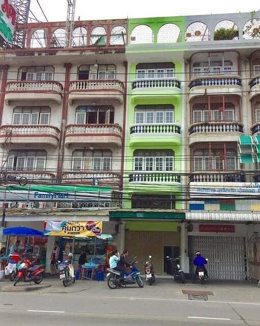 5-storey commercial building for rent, ready to move in, a commercial building on Tiwanon Road, near Khae Rai intersection, about 300 meters at the entrance of Soi Tiwanon 18.